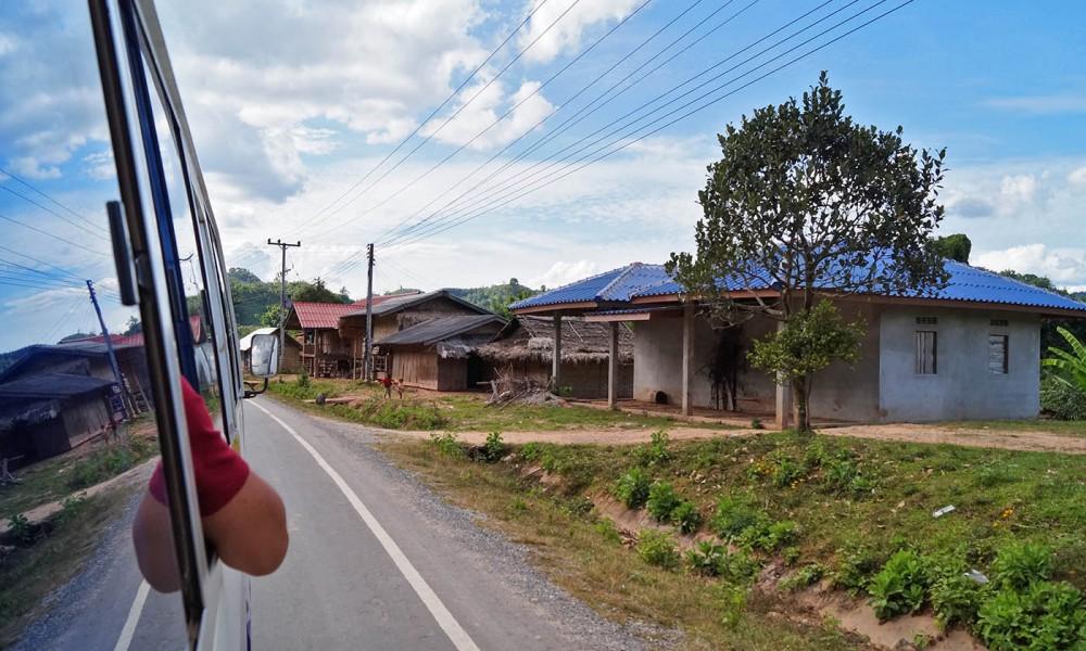 Autobusem przez Laos