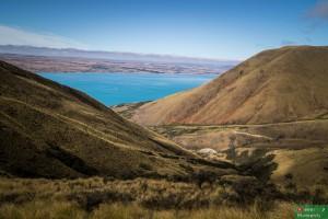 W dole jezioro Pukaki, widok w kierunku Tekapo