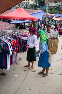 Ważnym elementem tradycyjnego wietnamskiego stroju jest chusta oraz jej kolor.